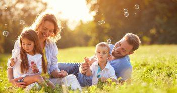 Hình ảnh gia đình hạnh phúc ấm áp