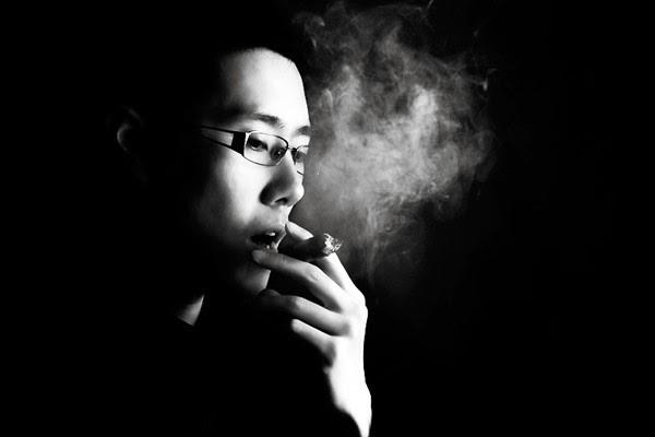Ảnh avatar facebook hút thuốc