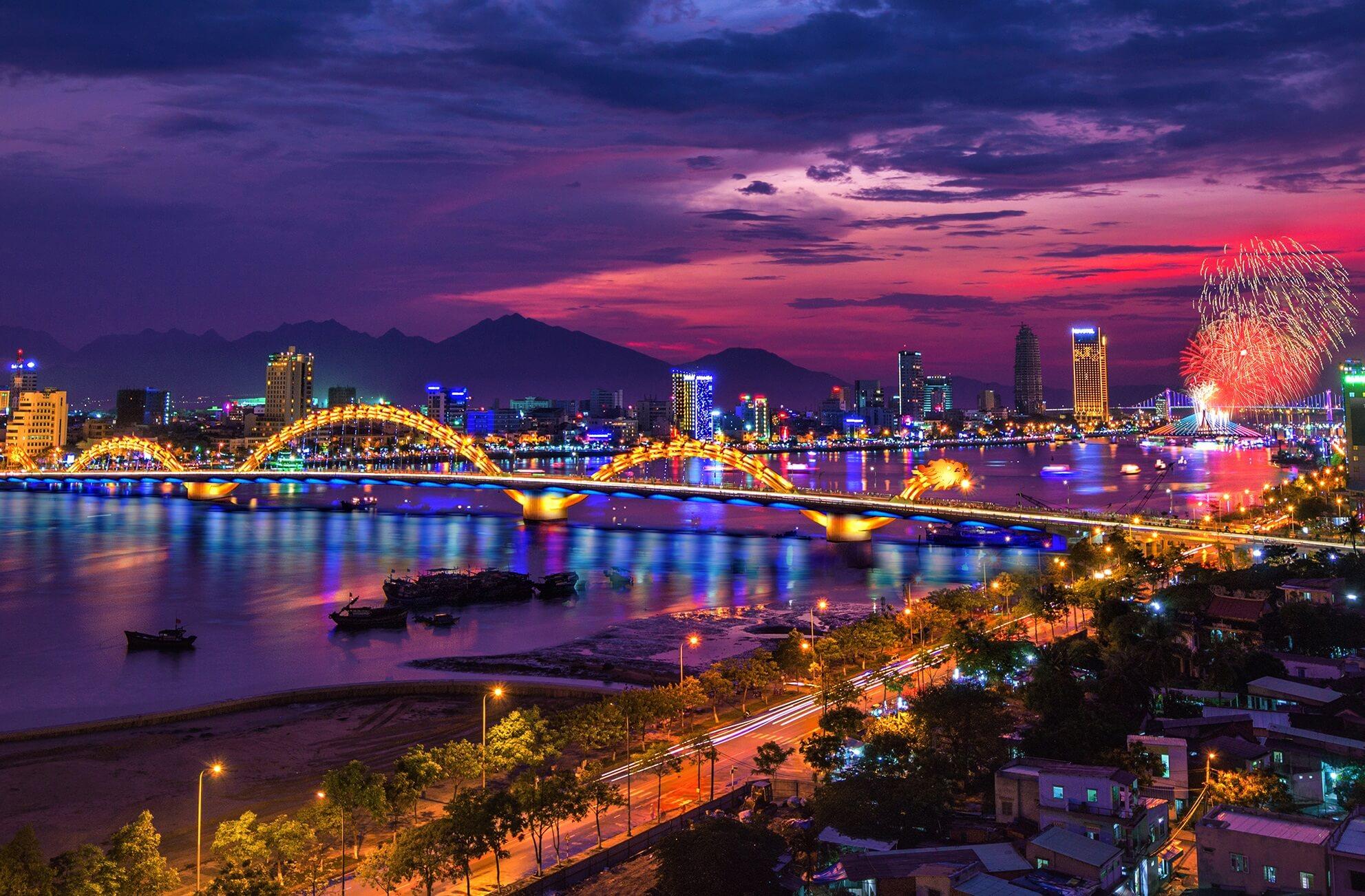 Cầu Rồng - biểu tượng của Đà Nẵng