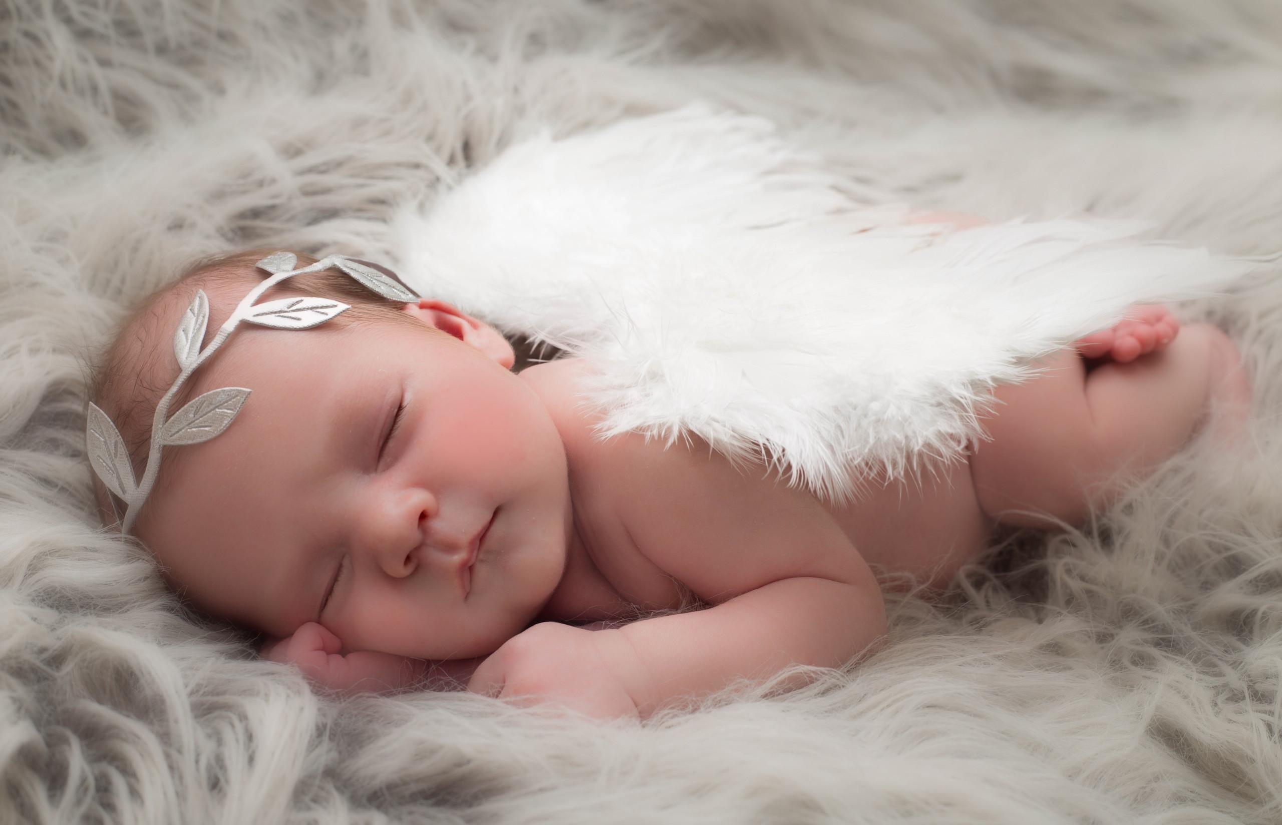 Ảnh em bé ngủ như thiên thần