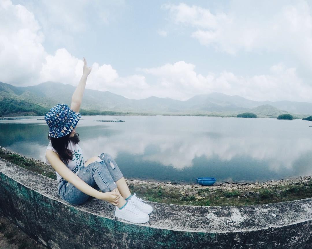 Hình ảnh hồ Hòa Trung
