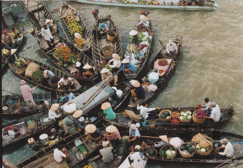 Hình ảnh chợ trên sông ở miền Tây