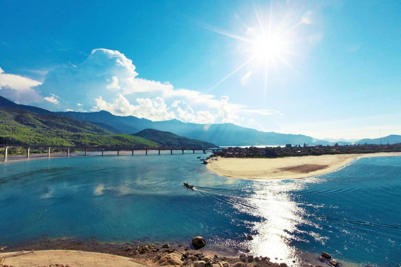 Hình ảnh vịnh Lăng Cô